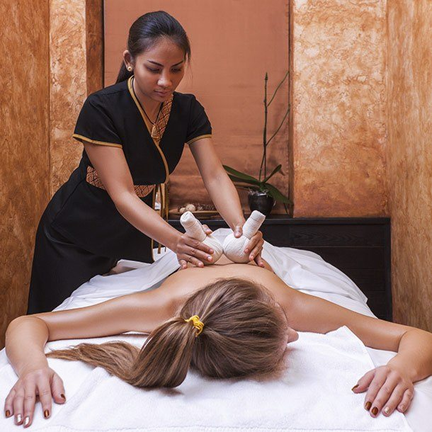 Thai massage with herbal pouches